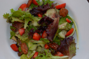 strawberry-salad-featured-image