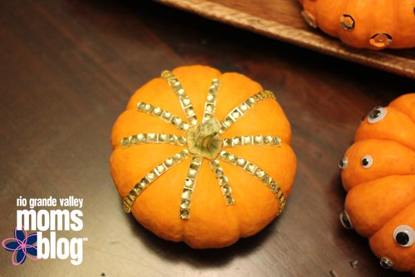 Glitzy Pumpkins Diy Halloween Centerpiece Low Budget